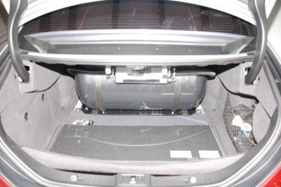Bild vom Zylindertank im Kofferraum