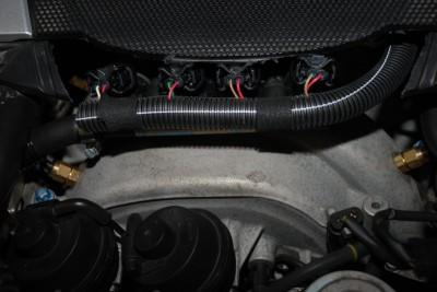 Detail der Prins Elektronik im Motorraum